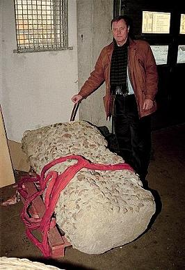 omfalos-ofogde-2001.jpg